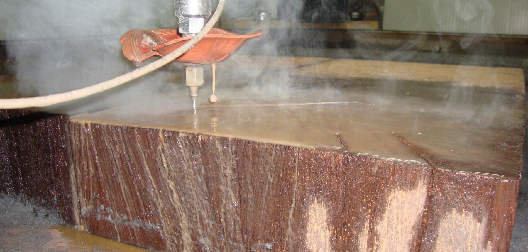 watersnijden van hout onder hoge druk